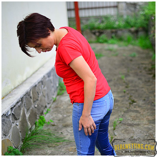 dee-disaster-in-jeans-01